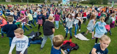 Basisschoolleerlingen in Etten-Leur vragen aandacht voor pesten met speciale dans