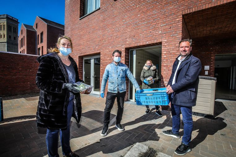 Brugse chefs Sandra Timmerman, Bruno Timperman en Griet Watteeuw en schepen Pablo Annys.