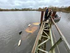 Boot gezonken in Zwolle: zoektocht door duikers al snel gestaakt