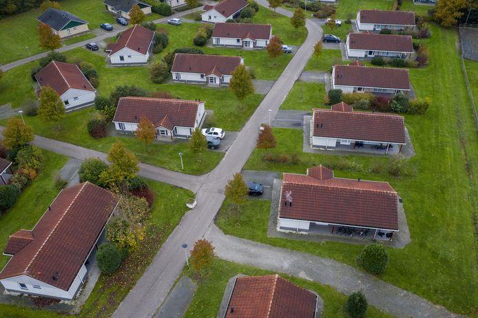 De huisjes op park Old Heino waarin de - voornamelijk Poolse - arbeidsmigranten wonen en leven.