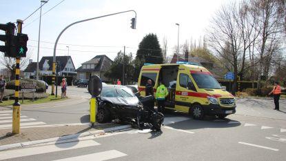 Twee gewonden na zwaar ongeluk aan kruispunt Ommegang