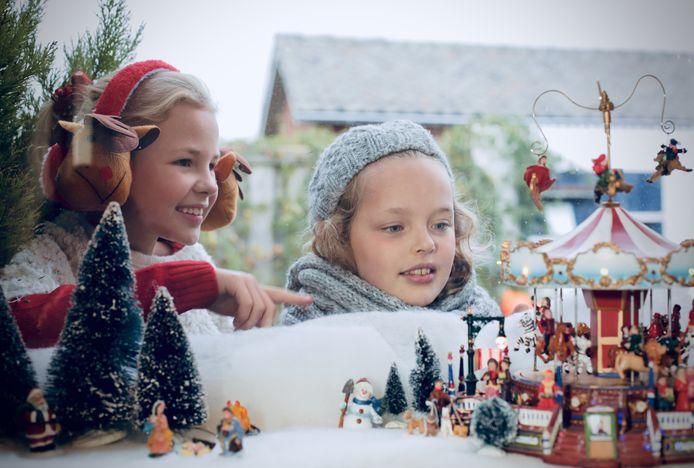De Volkelse fotografe Claudia Lambrigts maakte de winterse foto's en videoclip die bij het kerstlied horen.