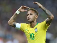 Neymar: Moest van Dani Alves met nummer 10 spelen