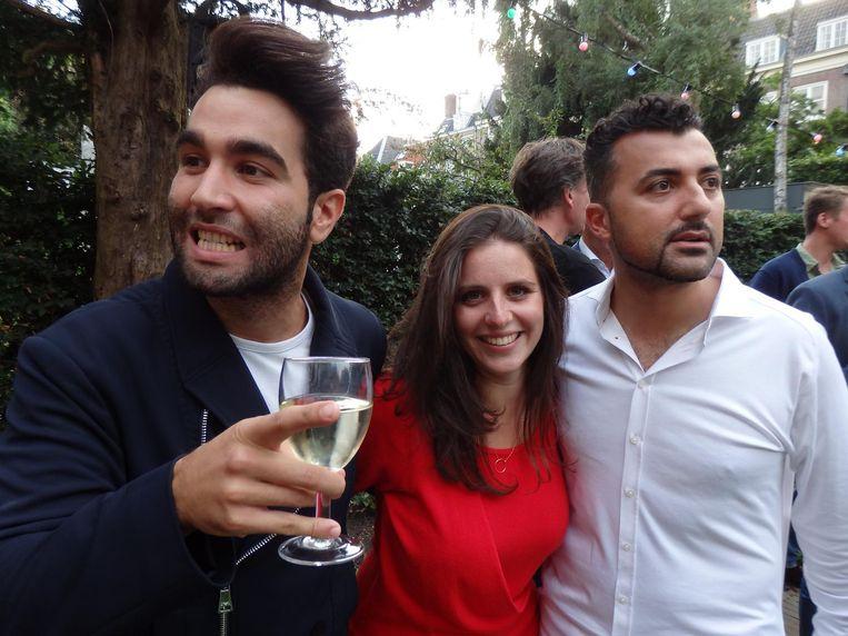 'Zit er shit tussen mijn tanden?' Auteur Mano Bouzamour, Ronit Palache (Prometheus) en auteur Özcan Akyol. Glamoureuzer wordt het niet Beeld Schuim