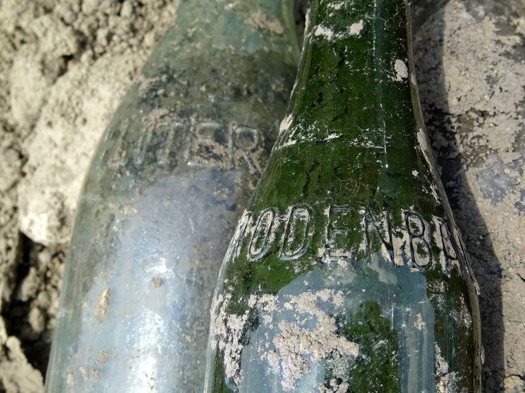 Tijdens opgravingen in de omgeving van de beverenstraat ontdekten archeologen een flesje Rodenbach uit het jaar 1952.
