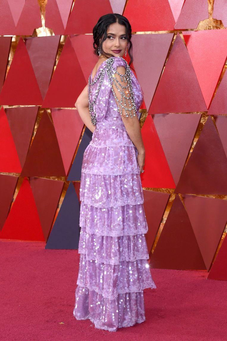 Onlogisch dat Salma Hayek een jurk koos die haar voor geen ene centimeter flatteerde. Beeld null