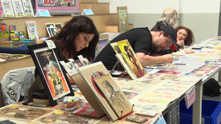 Comics-fans ontmoeten tekenaars tijdens beurs