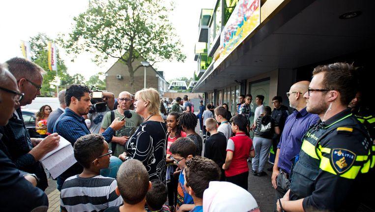 Burgemeester Geke Faber van Zaanstad bracht vrijdag een bezoek aan Poelenburg. Beeld anp