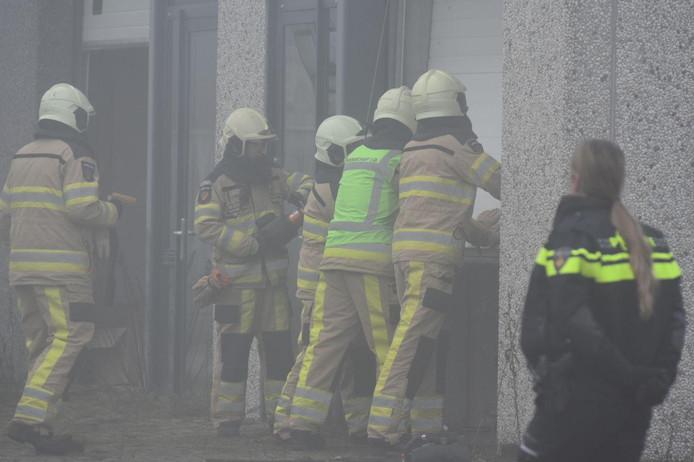 Brandweer en politie rollen samen hennepkwekerij op in Steenwijk.