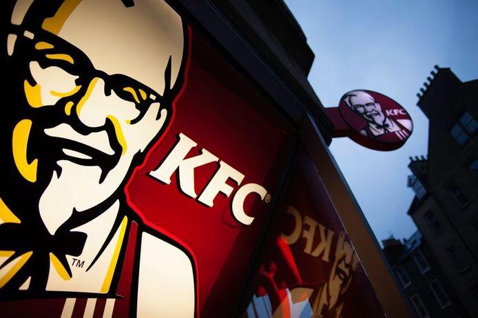 Trois fast-foods Kentucky Fried Chicken ouvriront leurs portes cette année en Flandre, tandis qu'un autre devrait très bientôt ouvrir ses portes à la gare de Bruxelles-Nord. A terme, la chaîne prévoit d'ouvrir 150 établissements dans notre pays.