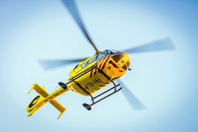stock ambulance brandweer ziekenauto ziekenwagen 112 gewonde huplverleners traumahelikopter traumahelicopter PH-ELP