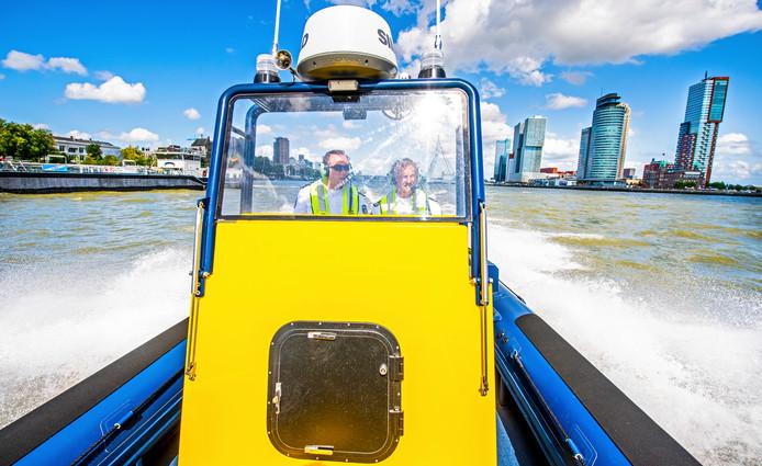 Het Havenbedrijf nam begin deze maand zelf een boot in gebruik die honderd kilometer per uur kan.