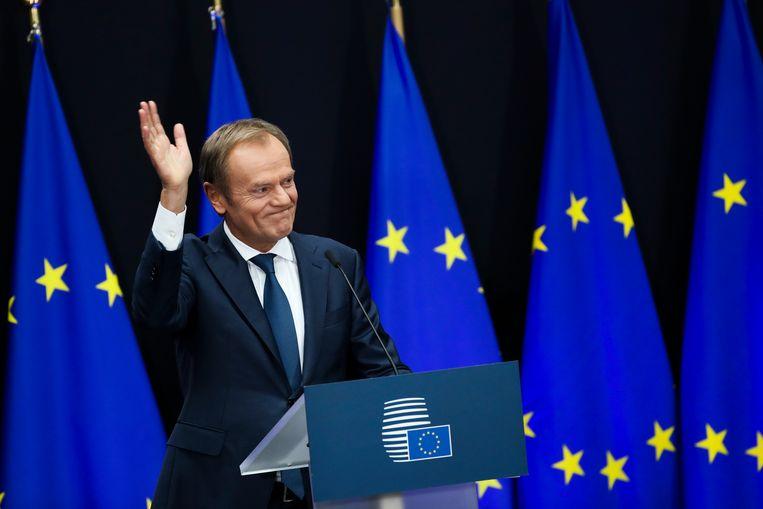 Scheidend EU-President Donald Tusk tijdens zijn afscheidsceremonie.  Beeld AP