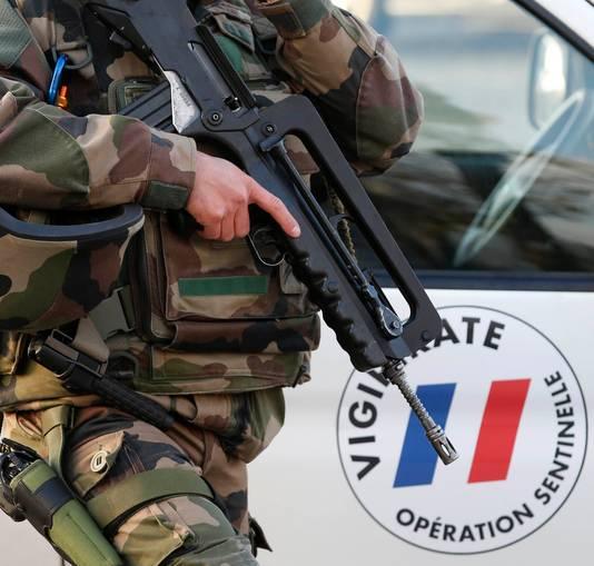 Bewapende militairen in Parijs