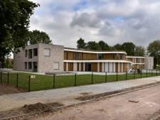 Zo goed als nieuw schoolgebouw nu al te klein: Hoeven krijgt drie noodlokalen