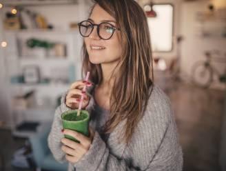 Een detoxkuur tijdens de feestdagen: goed voor je lijf of niet? Diëtiste Sanne Mouha onthult hoe je het wél doet