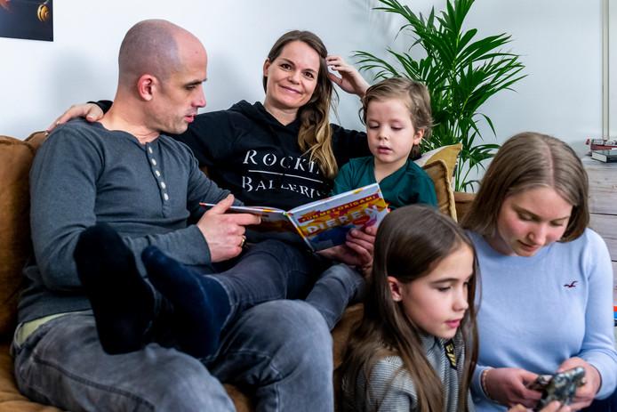Ben (44), Esther (43) en kinderen Jip (5), Bloem (10) en Lenthe (14).