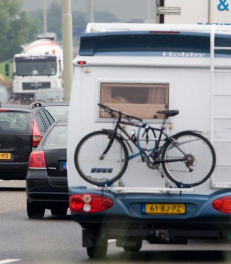 Da's pech, fiets op de weg: korte tijd vertraging op A50 van Arnhem naar Apeldoorn