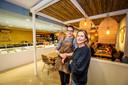 brugge : monkey eleven: Elfi Mareel en haar chef Egbert Mesure.