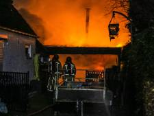 Brand verwoest schuur in Helmond: asbest vrijgekomen