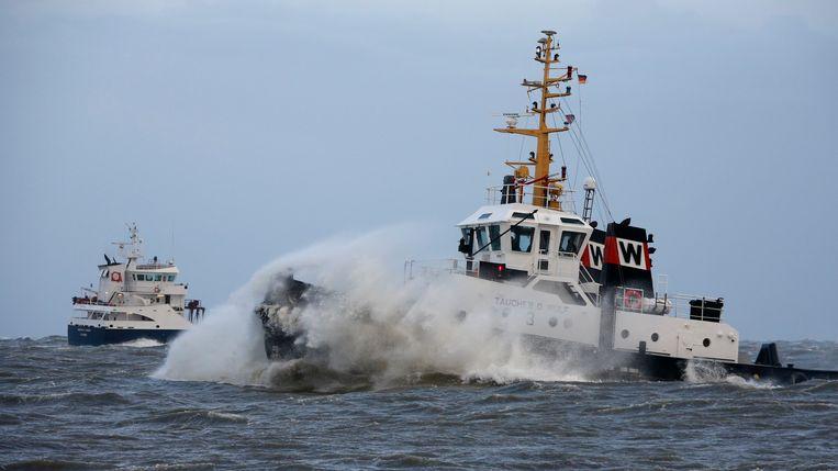 Een vissersschip in de Noordzee. Beeld null