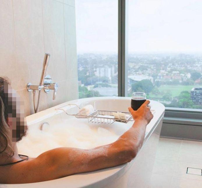 De twintiger trakteerde zijn 17.000 volgers op foto's van zijn luxereis.