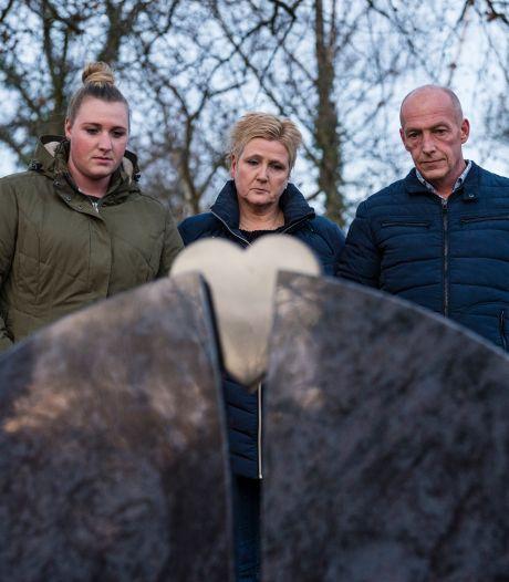Woede bij ouders vermoorde Sandra (18) uit Enschede: 'Wat mogen wij niet weten?'
