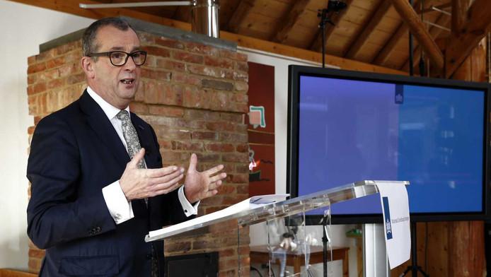 Hans Alders in Loppersum tijdens de presentatie van het meerjarenprogramma.