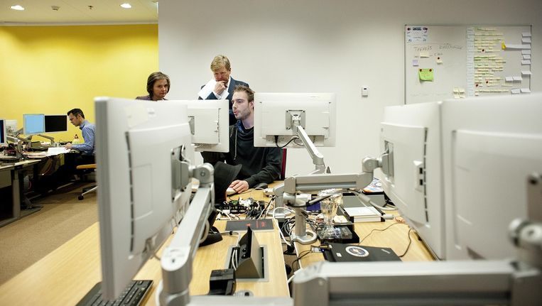 Koning Willem-Alexander tijdens een bezoek aan het Nationaal Cyber Security Centrum eerder dit jaar Beeld anp