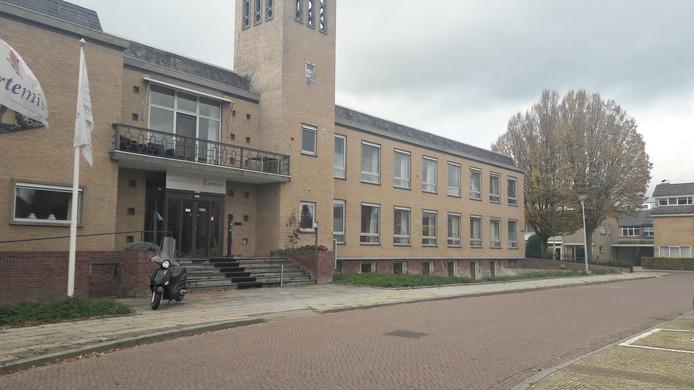 Het voormalige gemeentehuis in Andelst. 4 You Care gaat daar in de kelder onder de naam Jezebel een opvanghuis voor alleenstaande moeders beginnen.