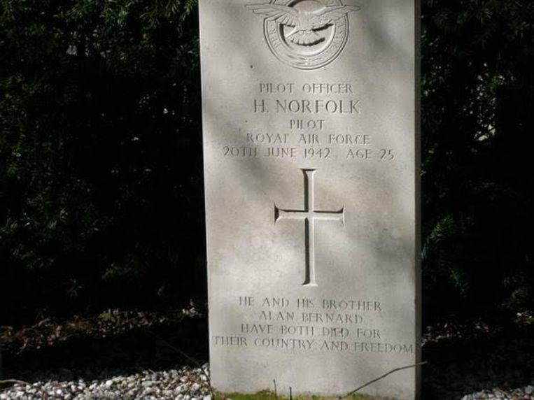 De grafsteen van H. Norfolk Beeld Henc Valkema