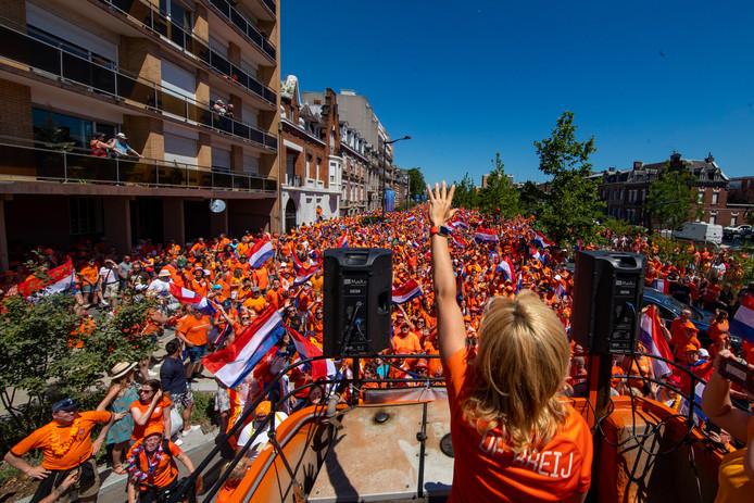 Oranje fanzone in Valenciennes.