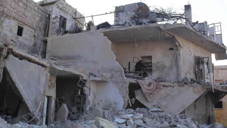 Een kapot gebombardeerd huis in Aleppo, 15 december. Beeld reuters