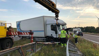 E19 vrijgemaakt in Loenhout na ongeval met drie vrachtwagens
