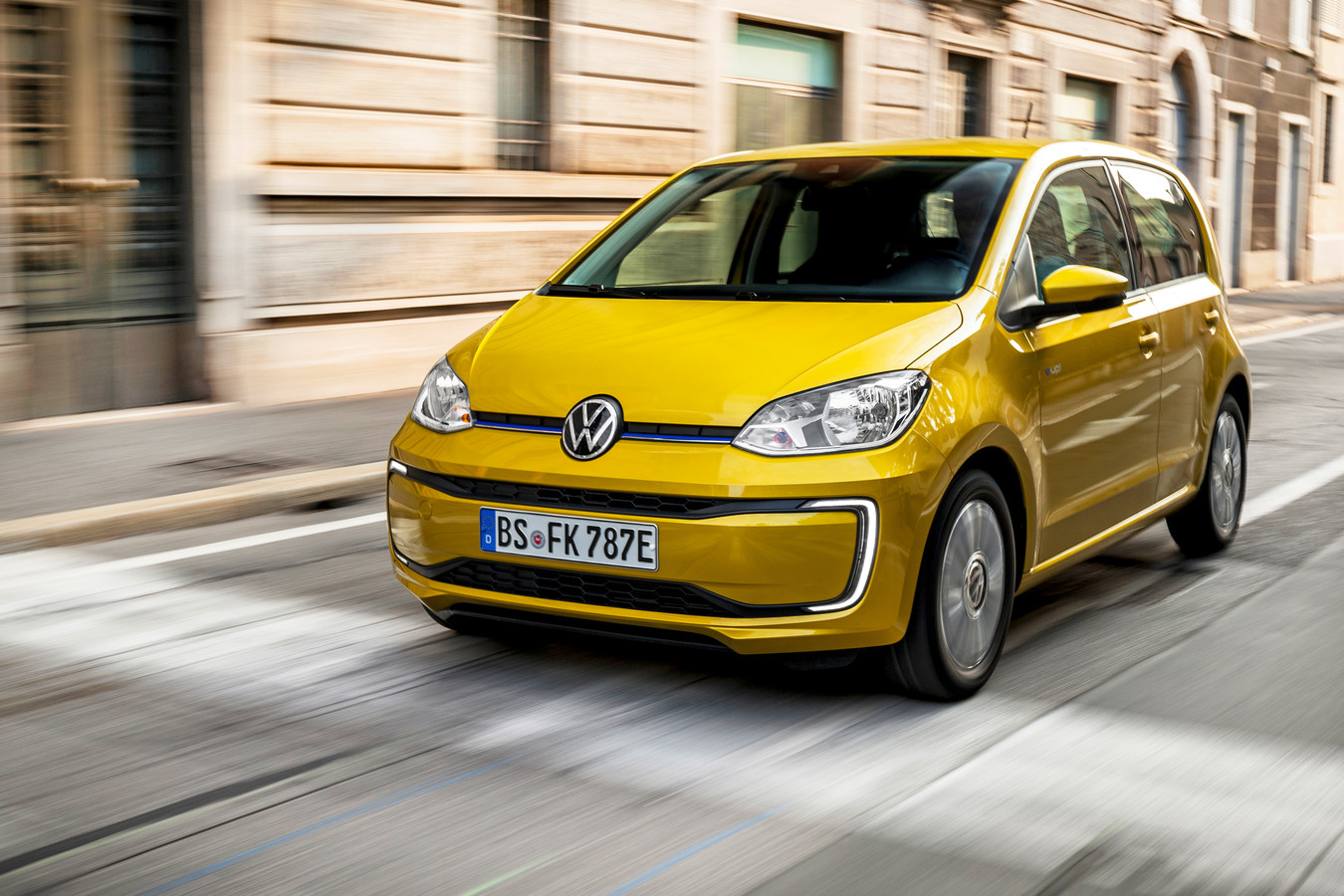 De verbeterde Volkswagen e-Up kost in de standaardversie 23.475 euro.