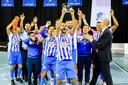 FC Eindhoven viert feest na het winnen van de Benecup.