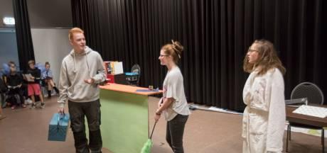 Ruud van den Eijnden (14) uit Vlierden schrijft toneelstuk over escape room