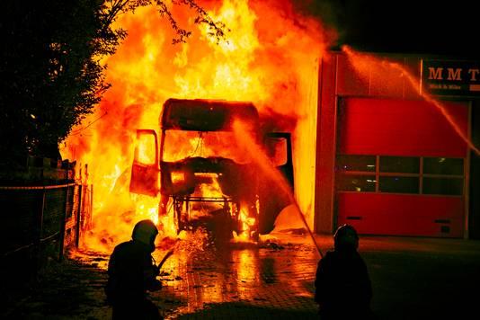 Bij de brand  op 20 augustus in een vrachtwagen in Doesburg raakte een 46-jarige man uit Bergen op Zoom zwaargewond.