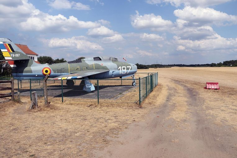 Het vliegveld van Aeroclub Keiheuvel moet door de droogte noodgedwongen sluiten.