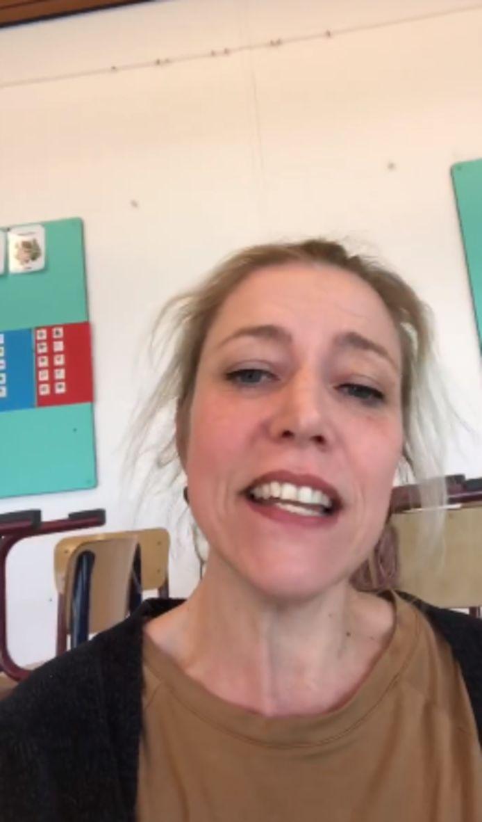 Screenshot van het filmpje dat de juf op haar Facebook zette