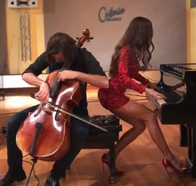 Beeld van pianiste Lola Astanova uit een van haar filmpjes op Instagram.  Beeld Instagram / Lola Astanova