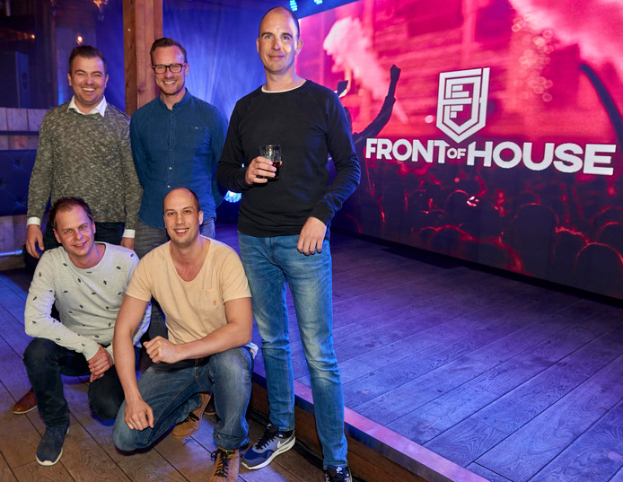 (Staand) Johan Dortmans (Par-T), Tim Klomp Bueters (WiSH) en Jochem van Pelt (First Vision). (Gehurkt) Arno van der Star(Eye4Dance) en Remko Hermans (Intents)