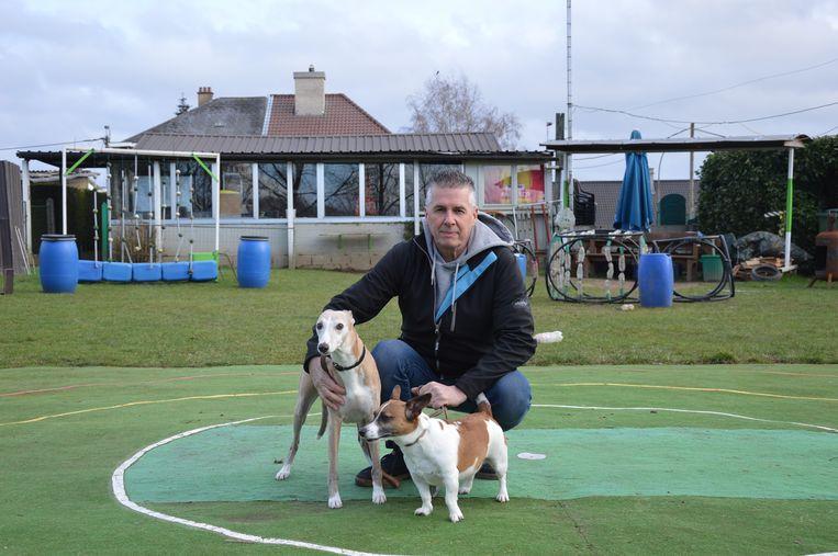Freddy Van de Moortel op de huidige terreinen van hondenschool 'Onze Gezel' in de Kapellestraat in Welle.