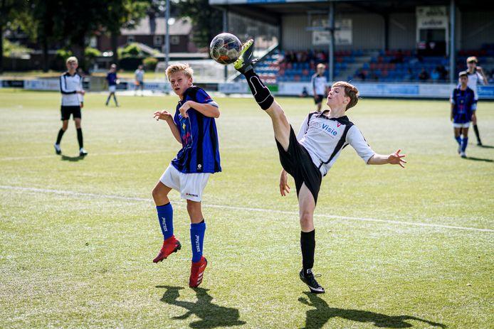 Een jeugdduel tussen junioren van Sparta en Vogido. Twee van de grotere clubs in Enschede.