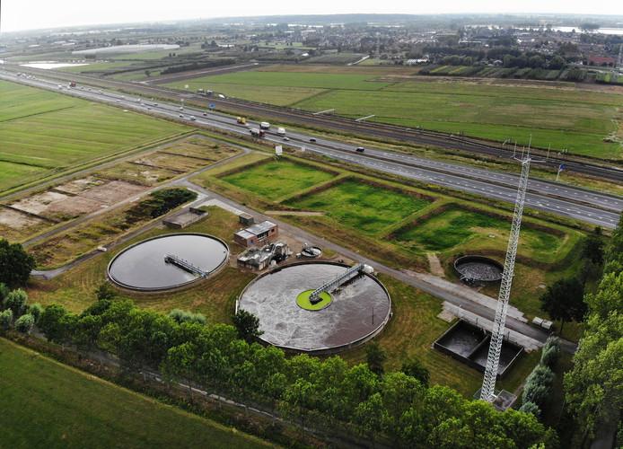 De rioolzuivering langs de A15 bij Dodewaard wordt voor 19 miljoen euro volledig vernieuwd en uitgebreid. Zodat ook het afvalwater van Zetten, Randwijk, Herveld, Andelst, Valburg, Slijk-Ewijk, Hemmen en Kesteren erbij kan.