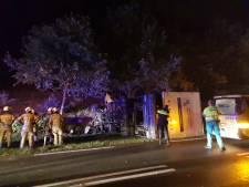 Files vanwege gekantelde vrachtwagen bij Rhenen