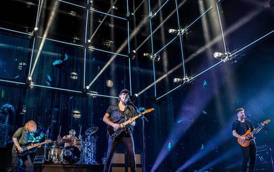Kensington met leadzanger Eloi Youssef (zang, gitaar), Casper Starreveld (zang, gitaar), Jan Haker (bas) en Niles Vandenberg (drums) tijdens de eerste van vijf uitverkochte concerten in de Ziggo Dome.