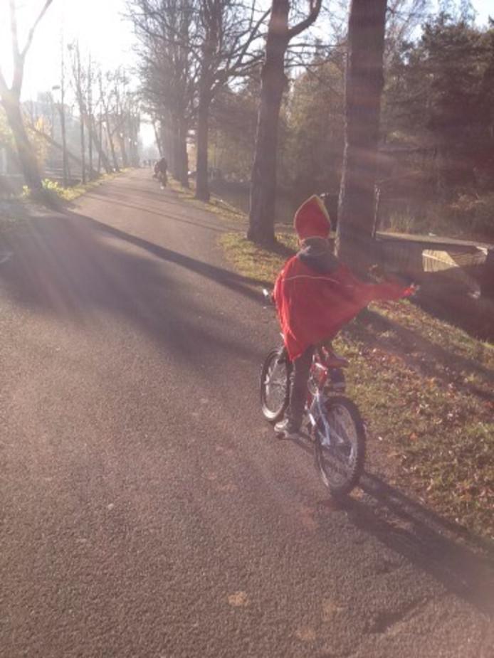 Justin van Wetering weet niet hoe snel hij moet fietsen als de Sint weer naar het land komt.