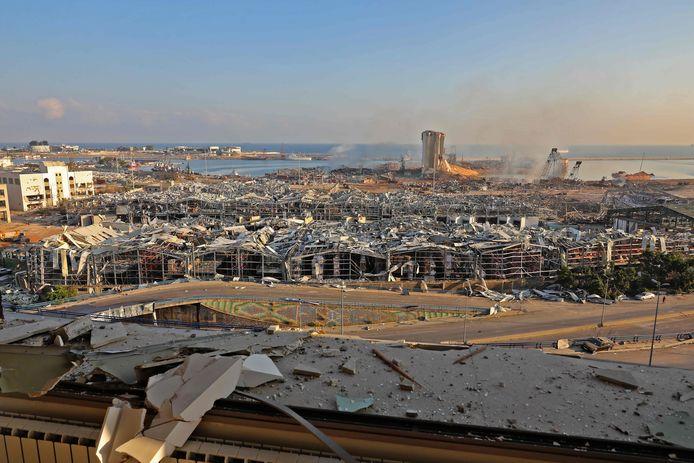 Een dag na de explosie is de verwoesting in Beiroet pas echt goed zichtbaar.