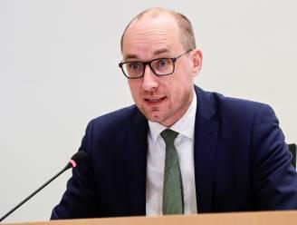 """Vicepremier Van Peteghem uit kritiek op Van Ranst en op """"valse noot"""" in communicatie regering"""